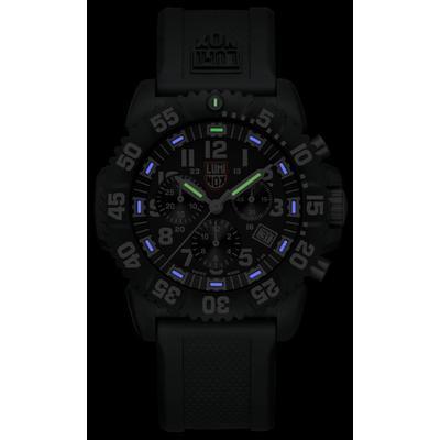 Luminox 3081 glowing in the dark