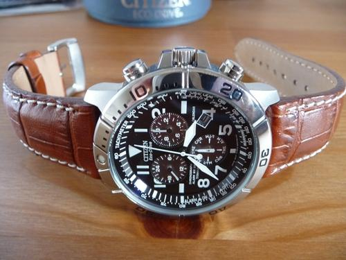 View of Citizen eco-drive bl5250-02l from side